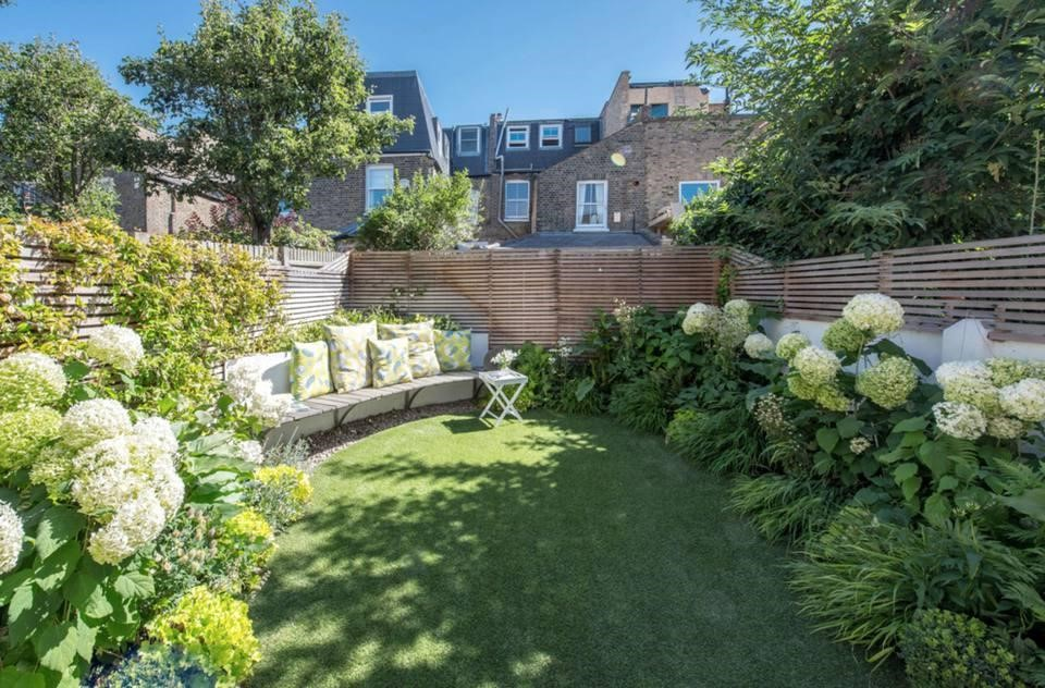 6.Beautiful English Garden idea via Simphome.com