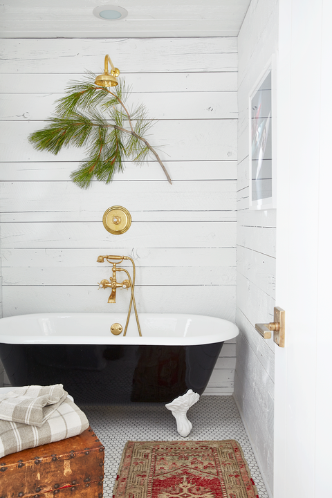 7. Elegant Farmhouse Bathroom via Simphome