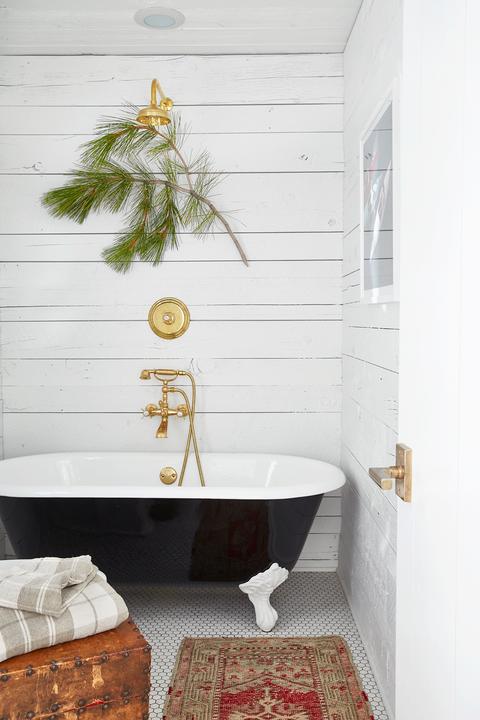 7. Elegant Farmhouse Bathroom via Simphome