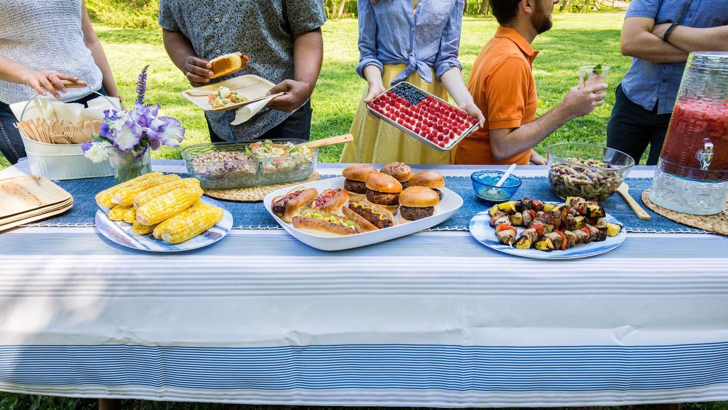 How to Craft Backyard Cookout Ideas via Simphome.com 12