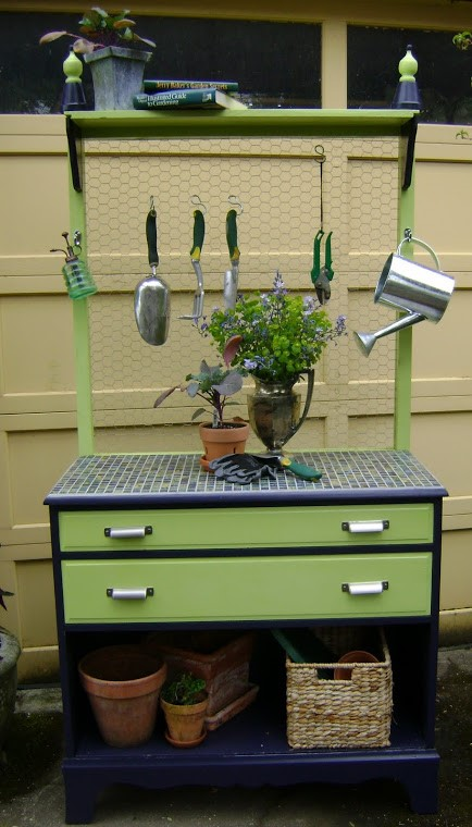 1. SIMPHOME.COM Gardening Workspace