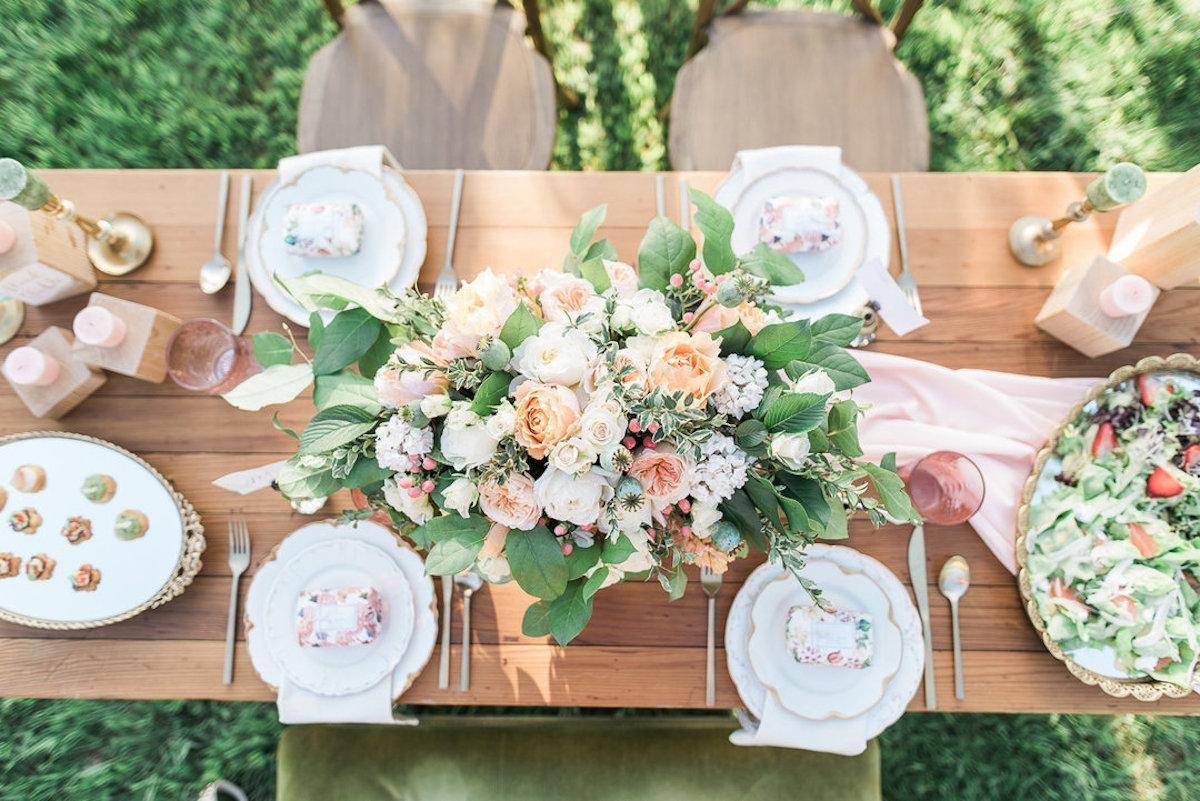 1.SIMPHOME.COM 10 Backyard BBQ Wedding Reception Decorate with Seasonal Flowers