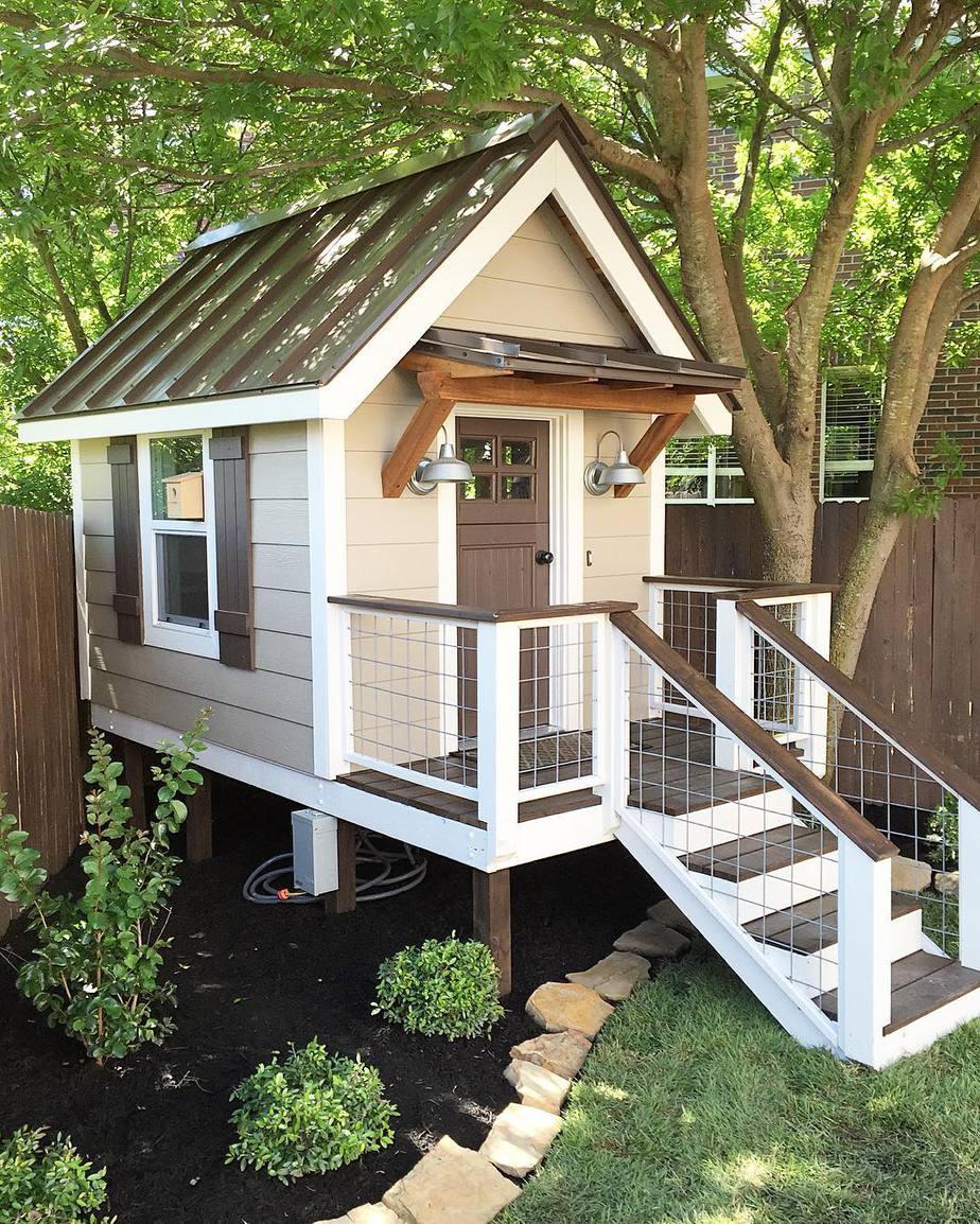 10.Farmhouse Style Clubhouse via Simphome.com
