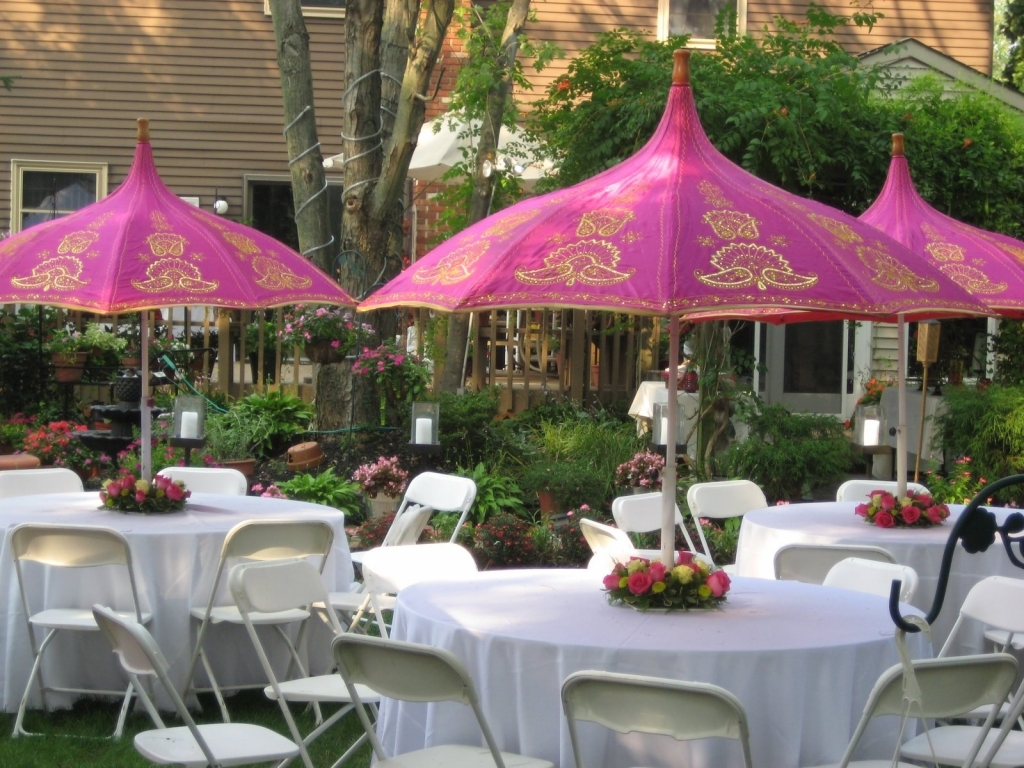11.engagement party ideas for summer in congenial backyard party SIMPHOME.COM