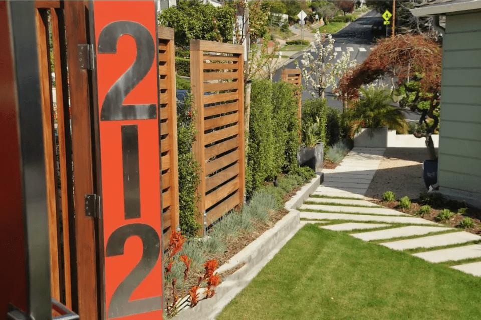 12.SIMPHOME.COM Courtyard Screen