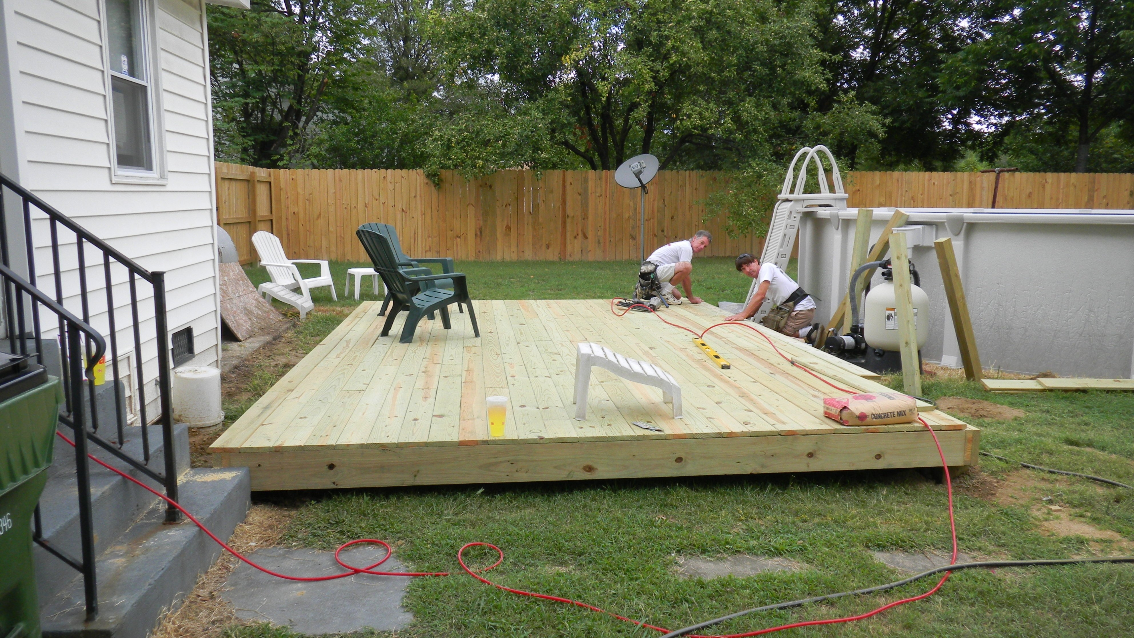 15.SIMPHOME.COM popular low back deck idea on a budget with 10 cheap backyard deck ideas