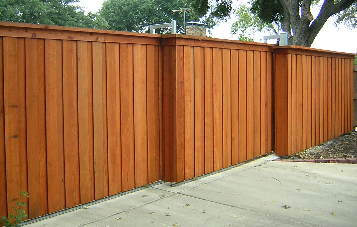 15.SIMPHOME.COM stylish pine wood unpolished stockade backyard fence ideas