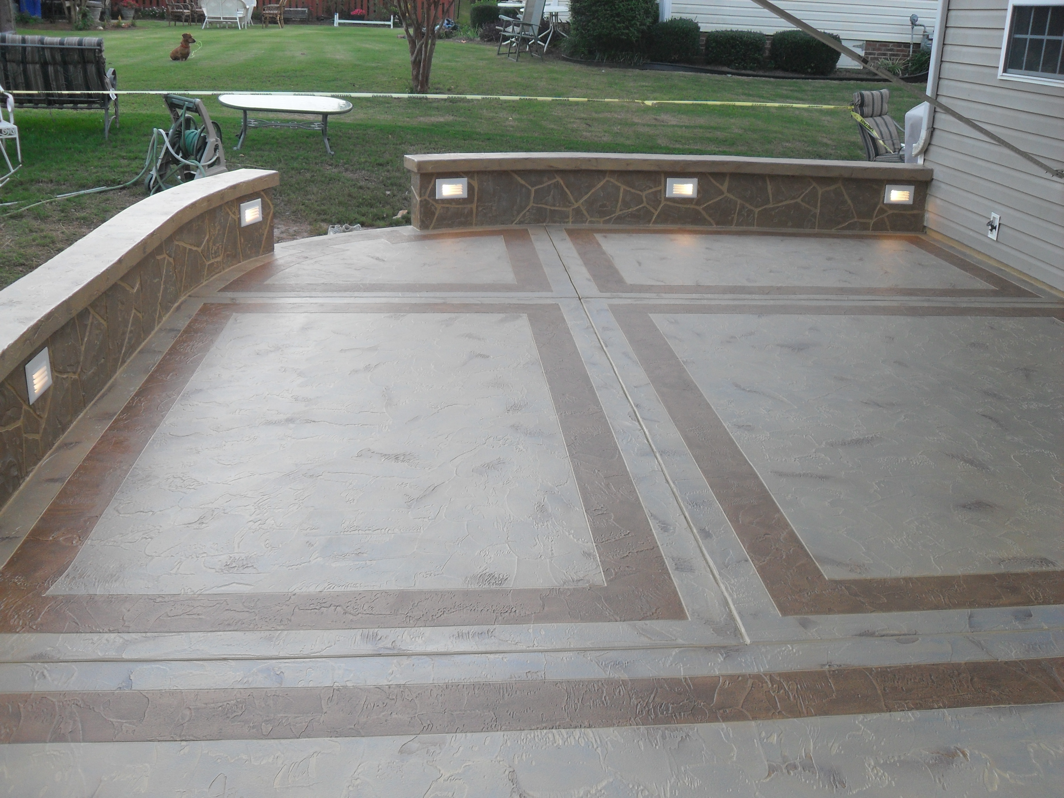 18.SIMPHOME.COM concrete patio ideas small backyards