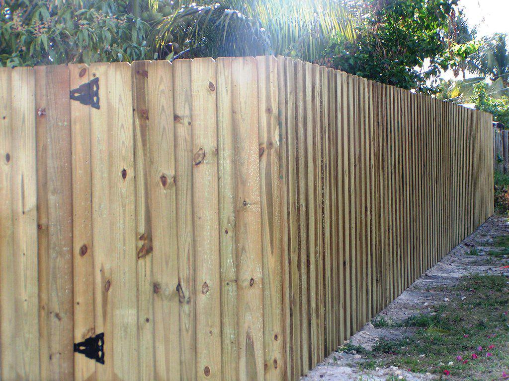 18.SIMPHOME.COM wood fence design ideas backyard wood fence designs ideas