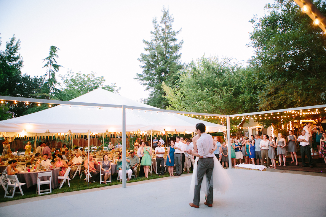 19.SIMPHOME.COM A DIY backyard bbq wedding reception