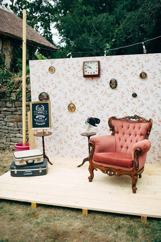 2.A Simpler Faux Living Room Photo Booth via Simphome.com