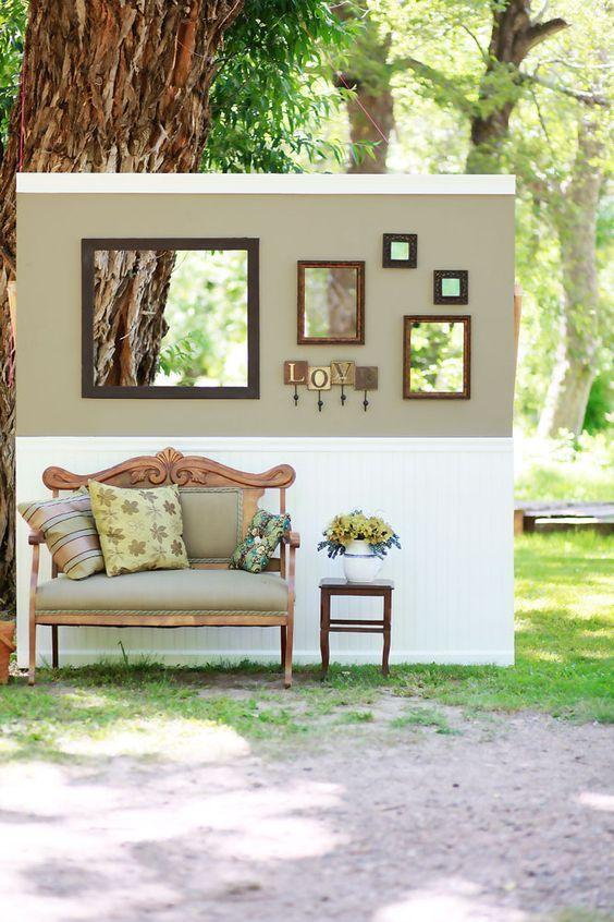 2.Faux Living Room Photo Booth via Simphome.com
