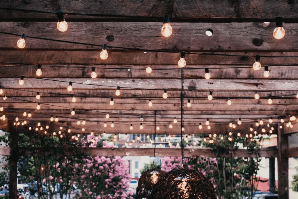 2.SIMPHOME.COM Light up your backyard