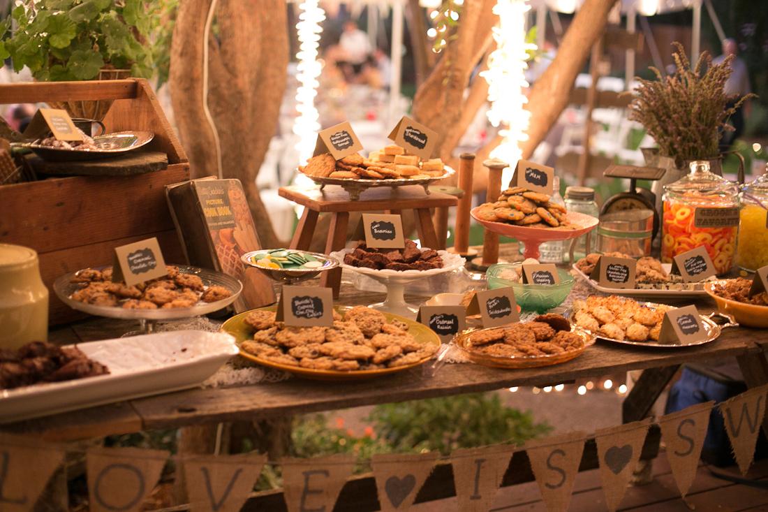 20.SIMPHOME.COM A diy backyard bbq wedding reception food