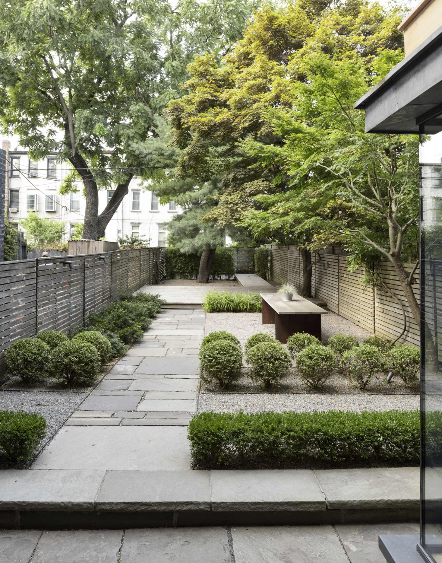 21.SIMPHOME.COM A privacy landscaping how to use plants in a city garden gardenista