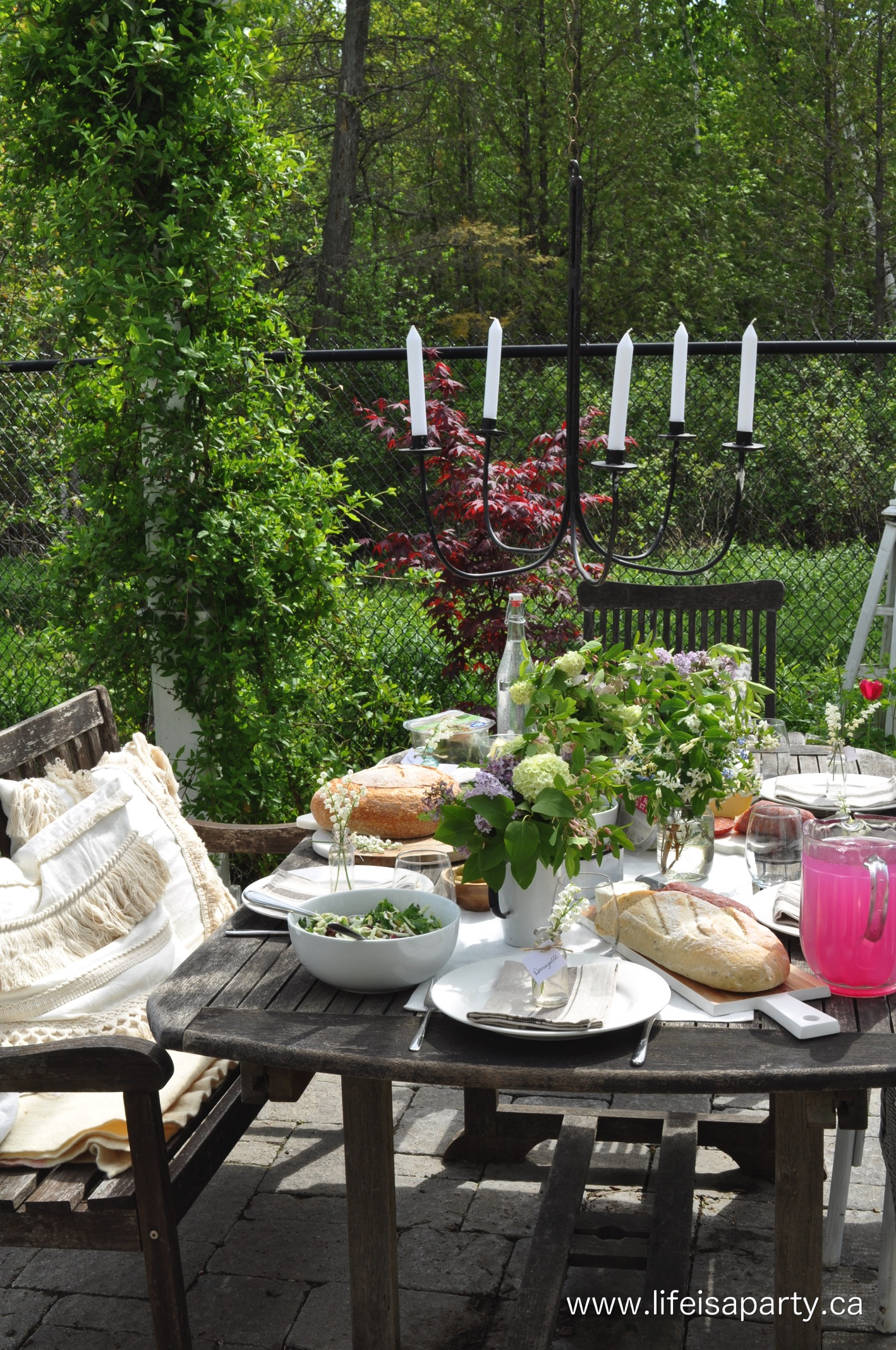 21.SIMPHOME.COM summer backyard picnic