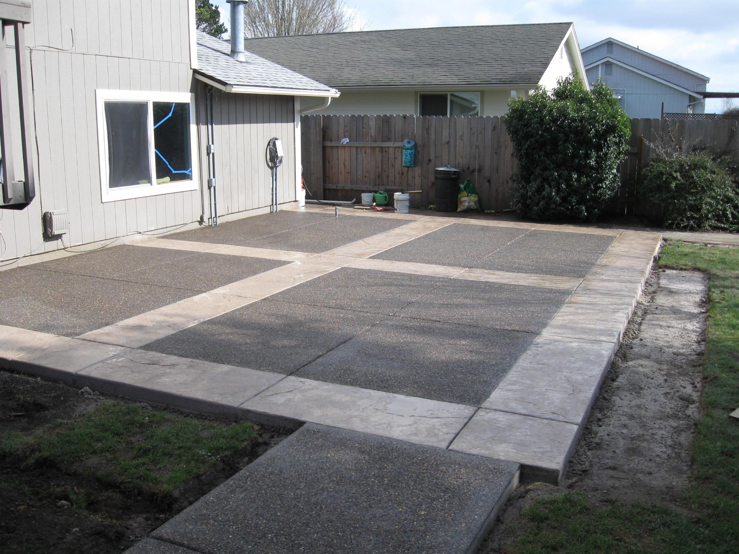 22.SIMPHOME.COM concrete patio ideas for small backyards
