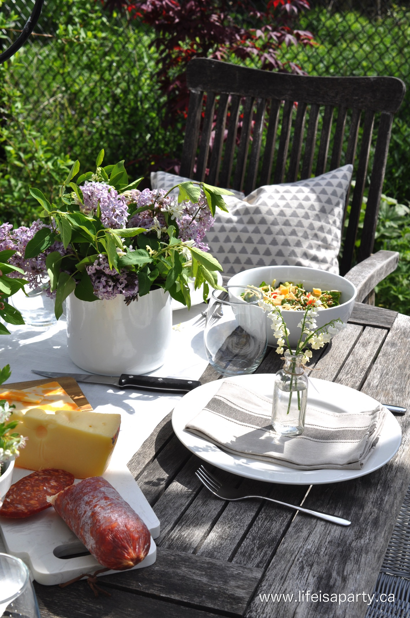 24.SIMPHOME.COM A summer backyard picnic ideas