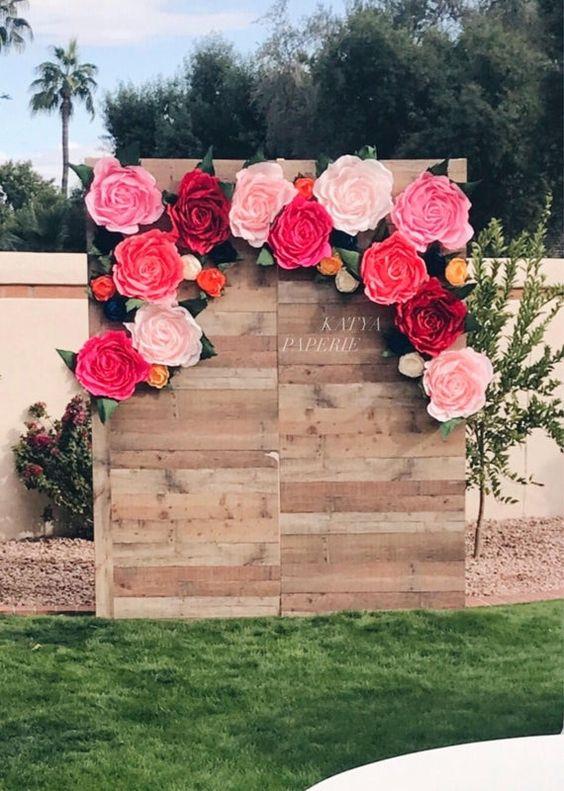 3.A Simpler Flower Photo Booth Idea via Simphome.com