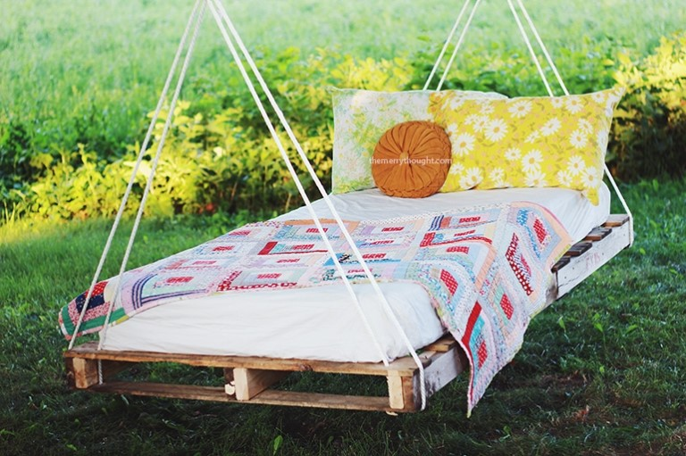 3.SIMPHOME.COM A Swing Bed