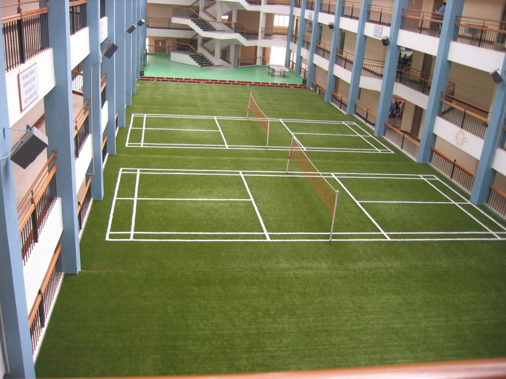 3.SIMPHOME.COM Badminton Court with Artificial Turf