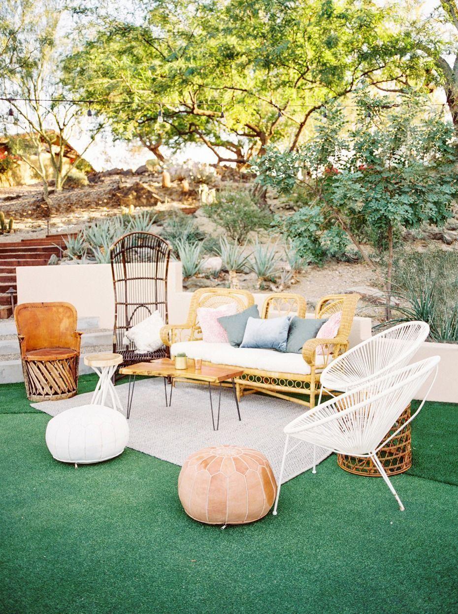 4.SIMPHOME.COM 10 Backyard BBQ Wedding Reception Outdoor Lounge Area