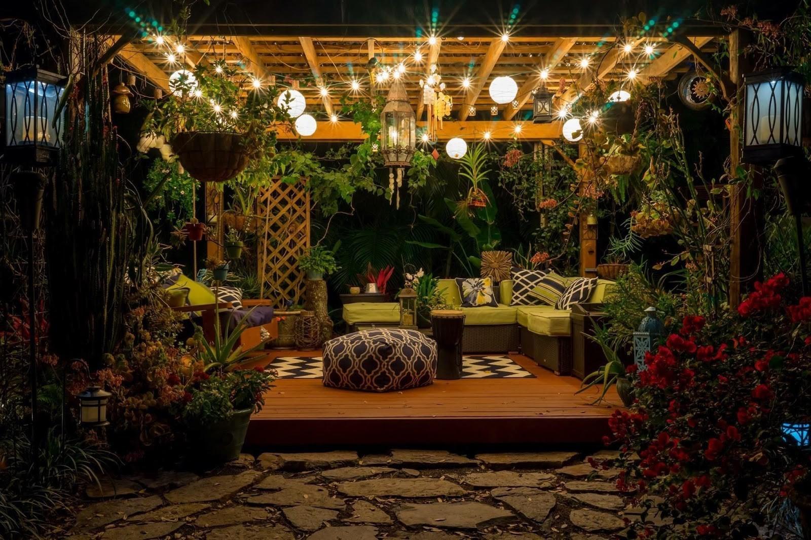 4.SIMPHOME.COM 10 Ideas how to make backyard privacy landscaping Add a Pergola