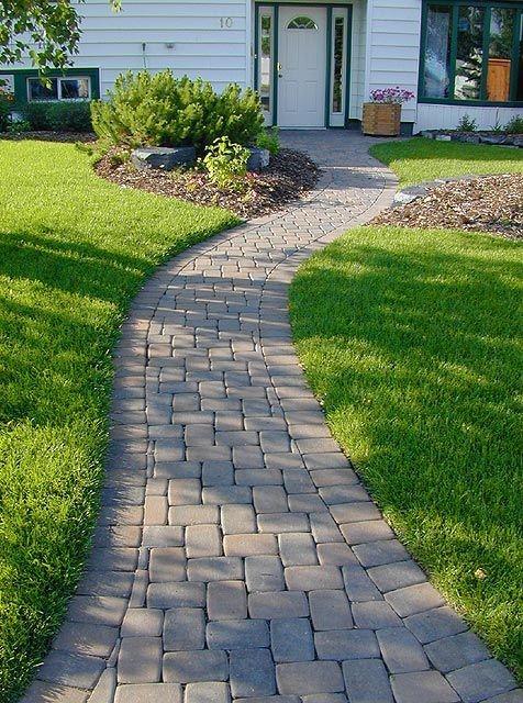 5. Backyard with a unique garden via SIMPHOME.COM