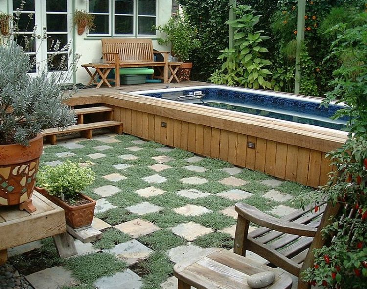 5.Above Ground Pool in Small Backyard idea via Simphome.com