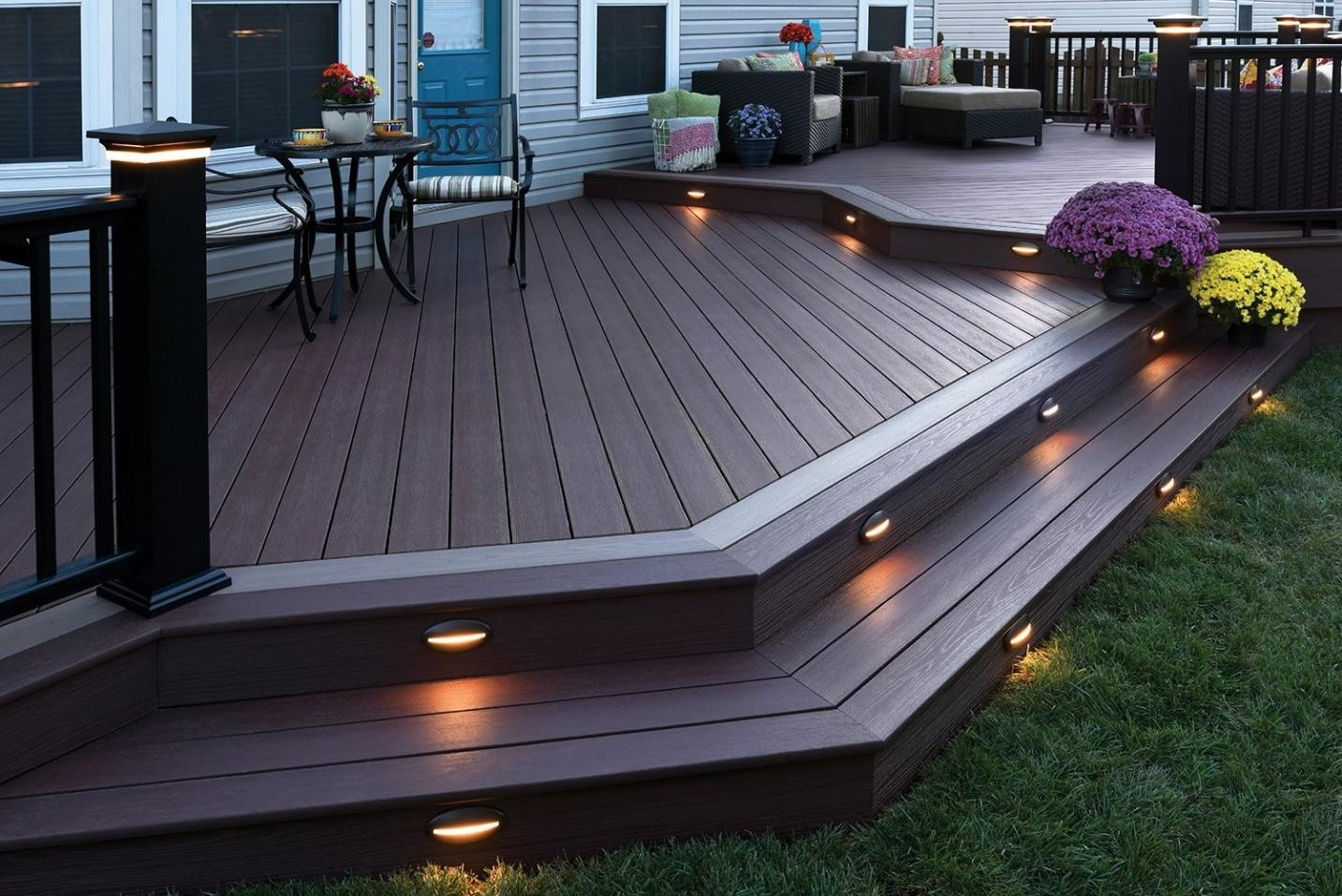 5.SIMPHOME.COM Sleek Modern Backyard Patio