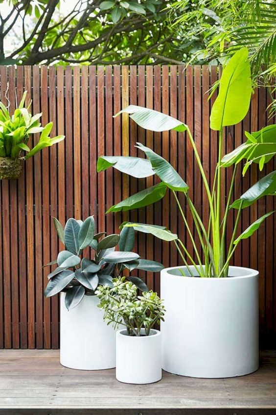 6. Decorate the backyard of the house with a Pot via SIMPHOME.COM