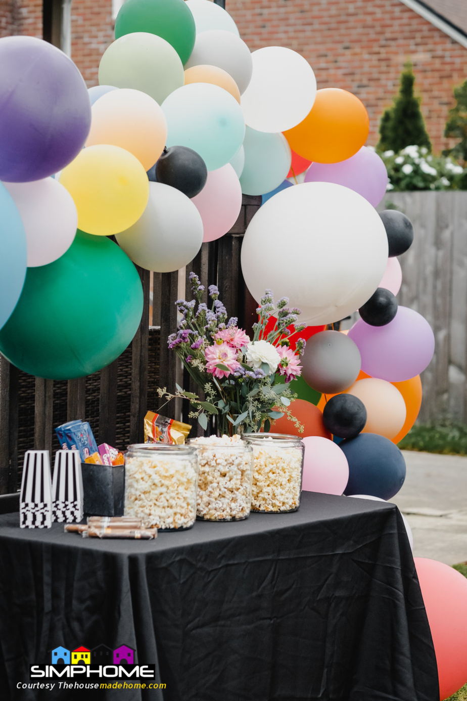 7.Decorate with Balloons in backyard party via Simphome.com