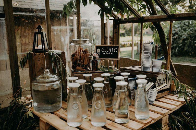 7.SIMPHOME.COM 10 Backyard BBQ Wedding Reception An Outdoor Gelato Bar