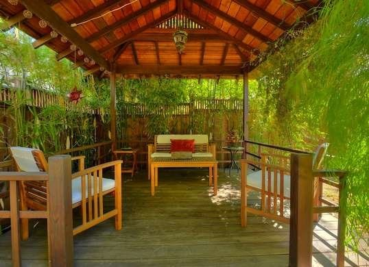 8. Grow Bamboos for More Tropical Retreat via SIMPHOME.COM