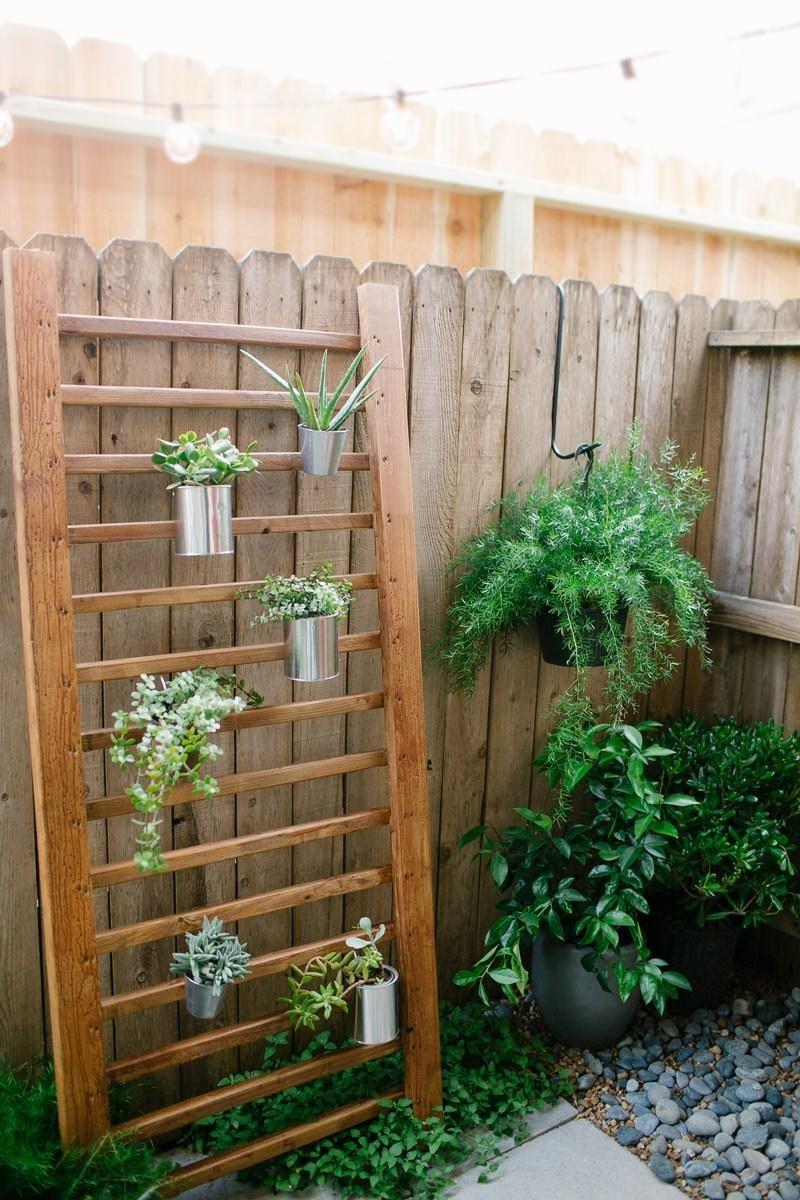 8.SIMPHOME.COM Vertical Garden in a Patio
