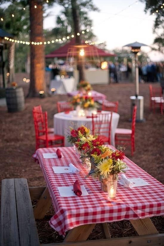 9.SIMPHOME.COM 10 Backyard BBQ Wedding Reception Picnic Plaid Themed Tables