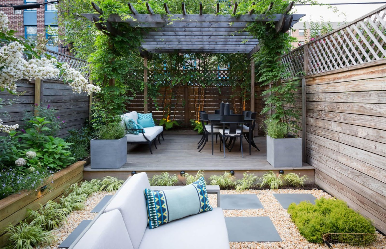SIMPHOME.COM 10 Tricks How to Upgrade Wood Fence Ideas for Backyard 3.Horizontal and Criss Cross Wooden Fence