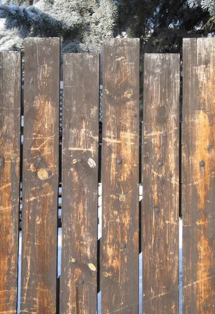 SIMPHOME.COM 10 Tricks How to Upgrade Wood Fence Ideas for Backyard 9.Unfinished Wood Fence