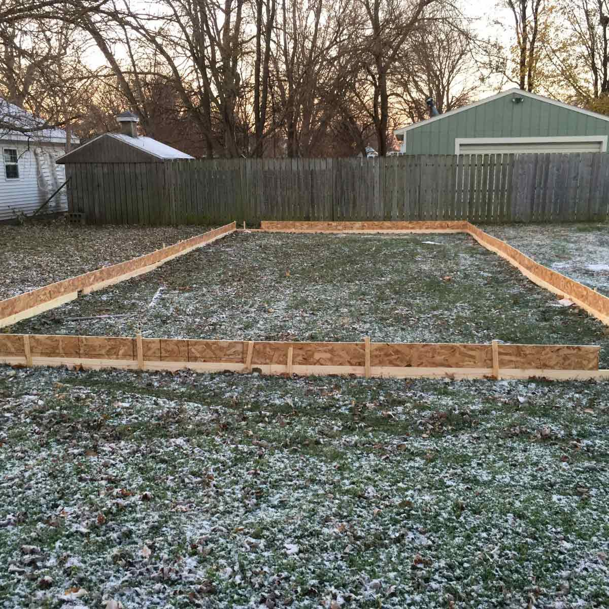 10 Ways How to Build a Backyard Ice Rink Ideas - Simphome
