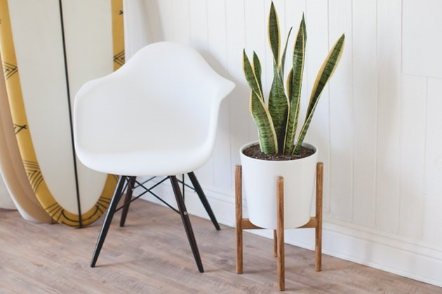 10.SIMPHOME.COM Mid Century Inspired Plant Stand