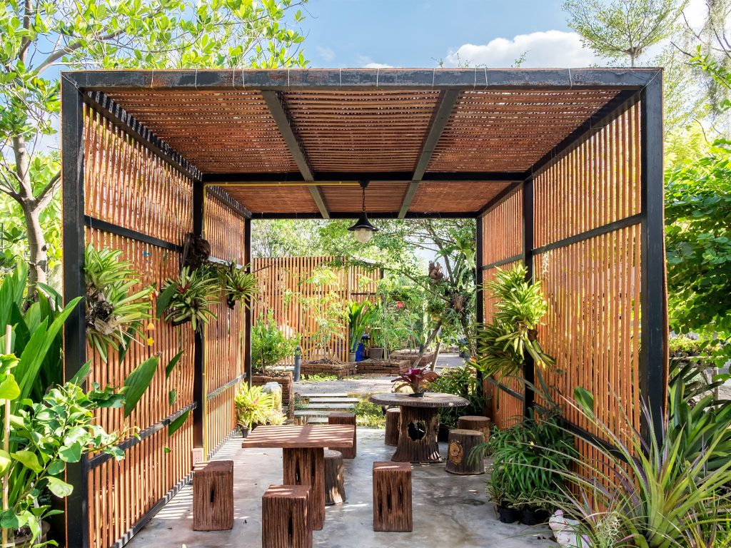 19.SIMPHOME.COM A tropical garden design ideas to inspire your outdoor space