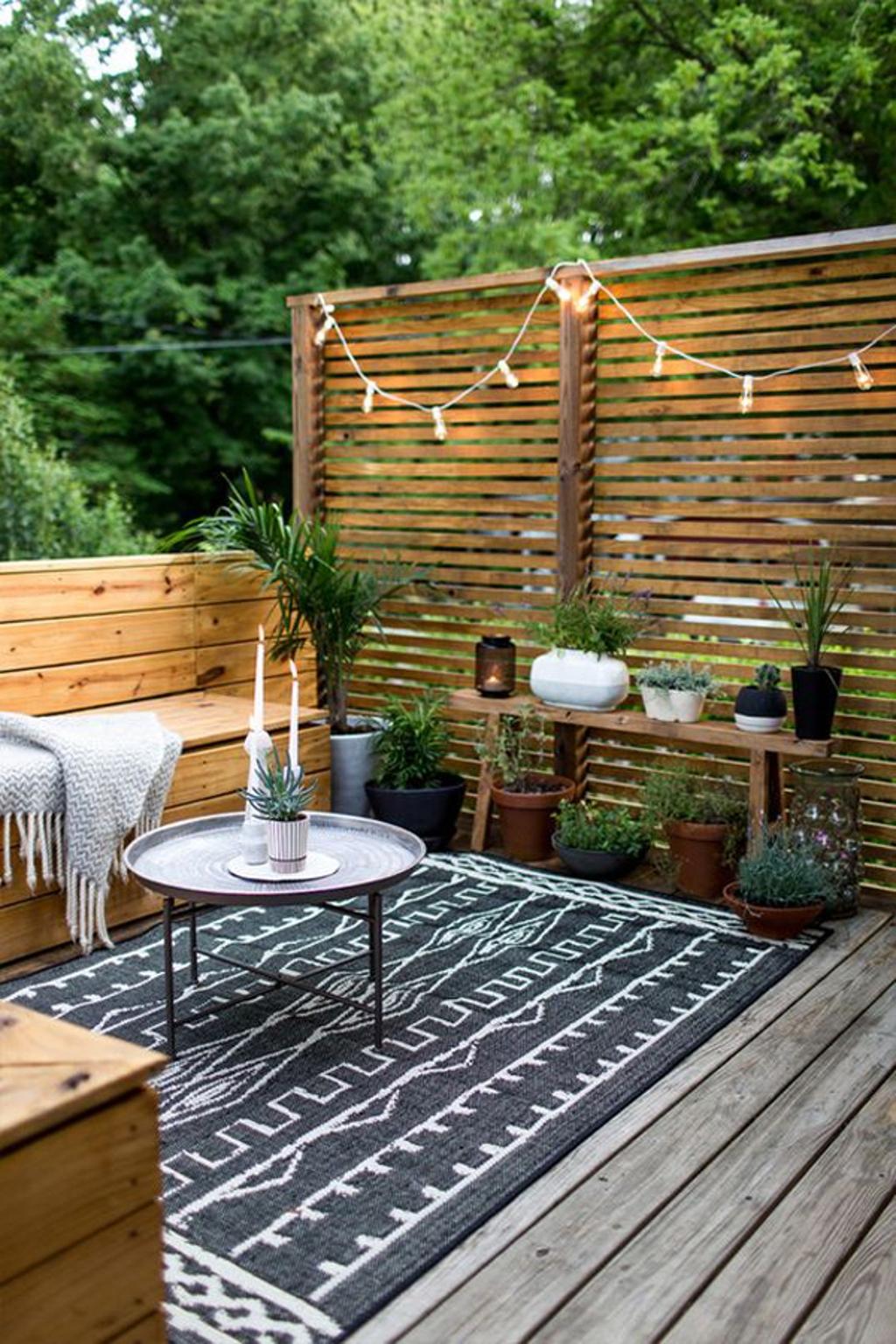 19.SIMPHOME.COM An outdoor romantic backyard deck with lights