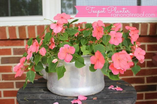 9.SIMPHOME.COM Turn a Teapot into a Flower Pot