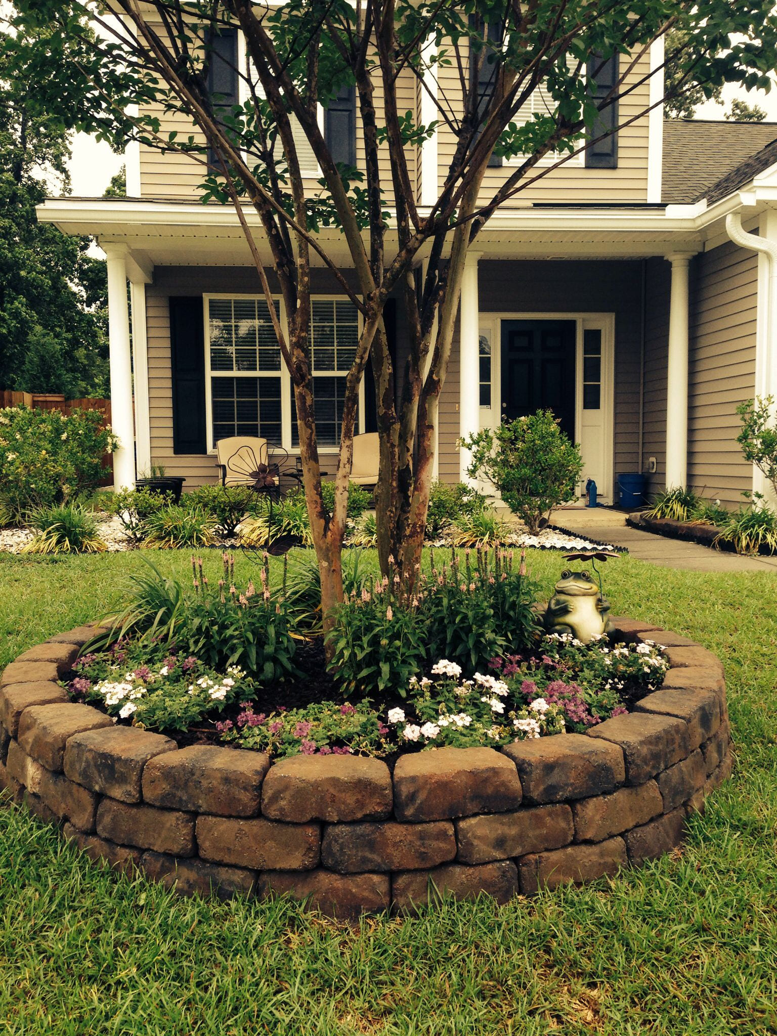 23+ Unique Ideas of How to Build Backyard Tree Landscaping - Simphome
