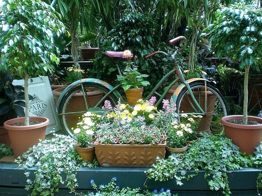 1.Simphome.com Bicycle Flower Bed project idea