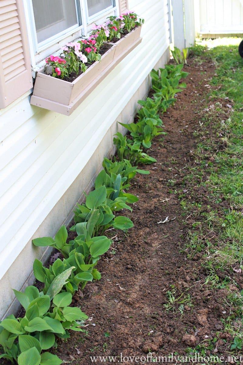 4.Simphome.com Side Yard Flower Bed