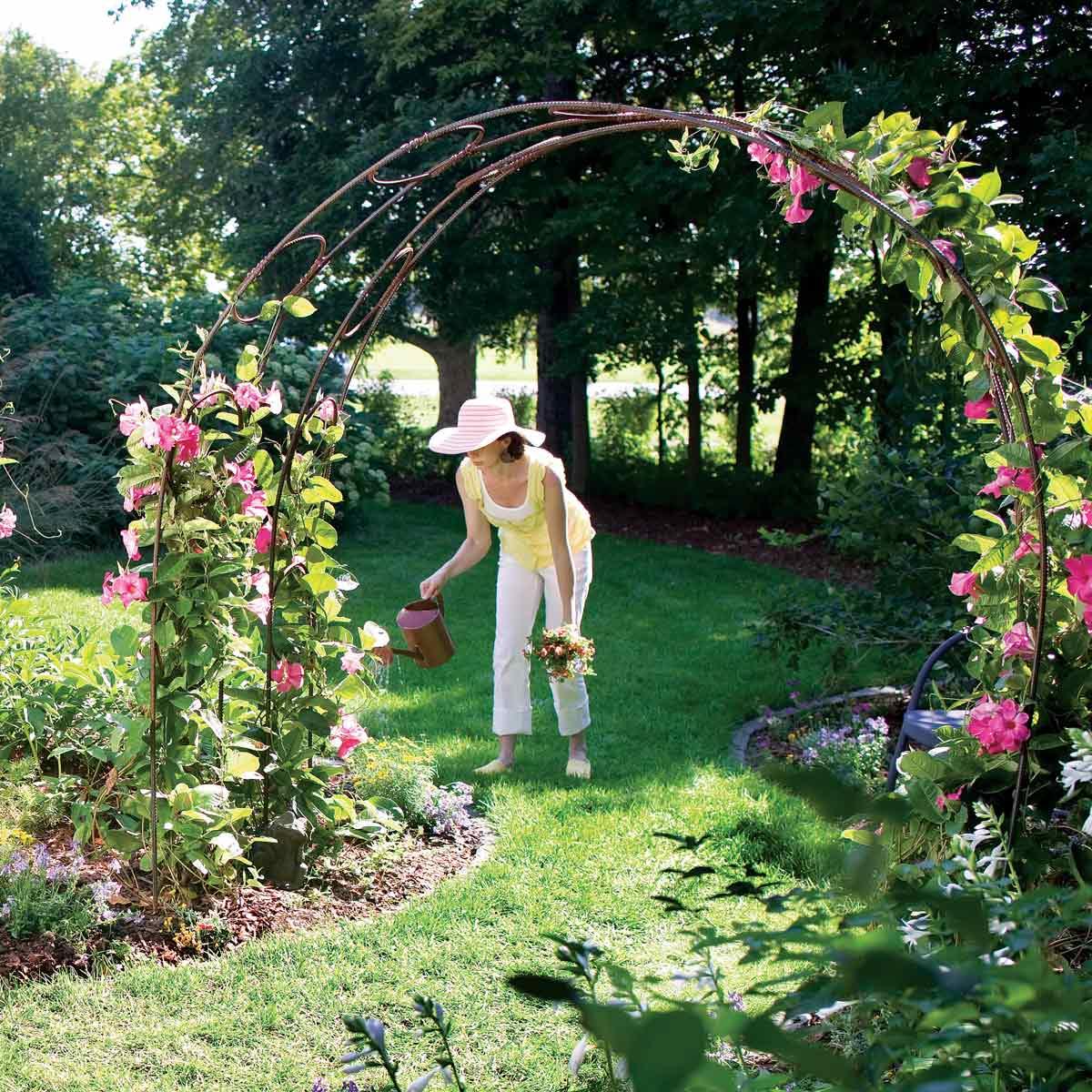5.Simphome.com Garden Archway