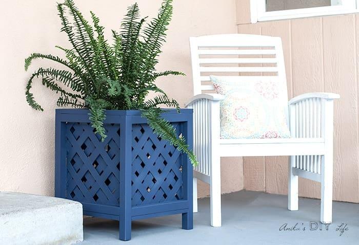 6.Simphome.com Lattice Planter Box