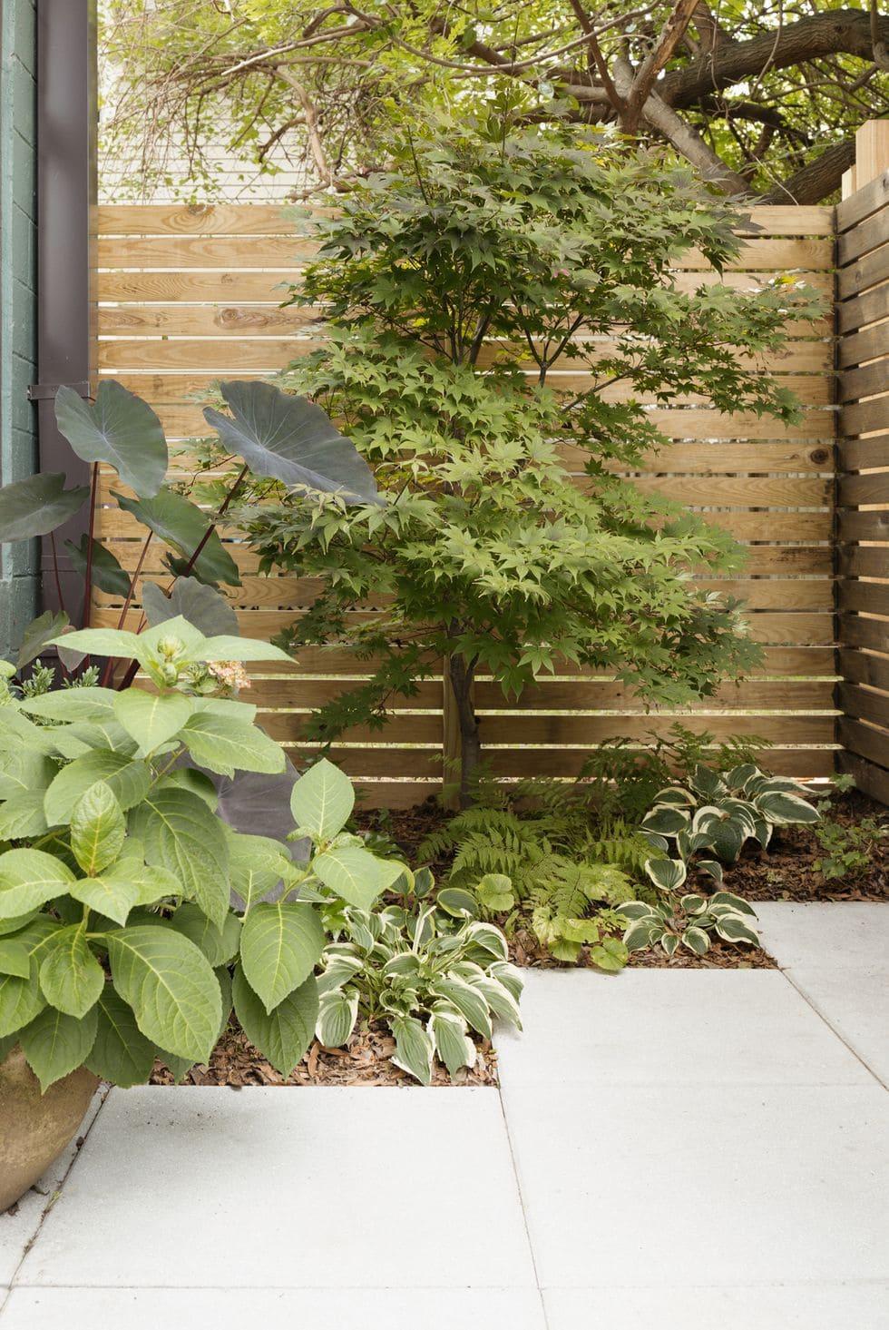 9.Simphome.com Horizontal Planks fencing idea