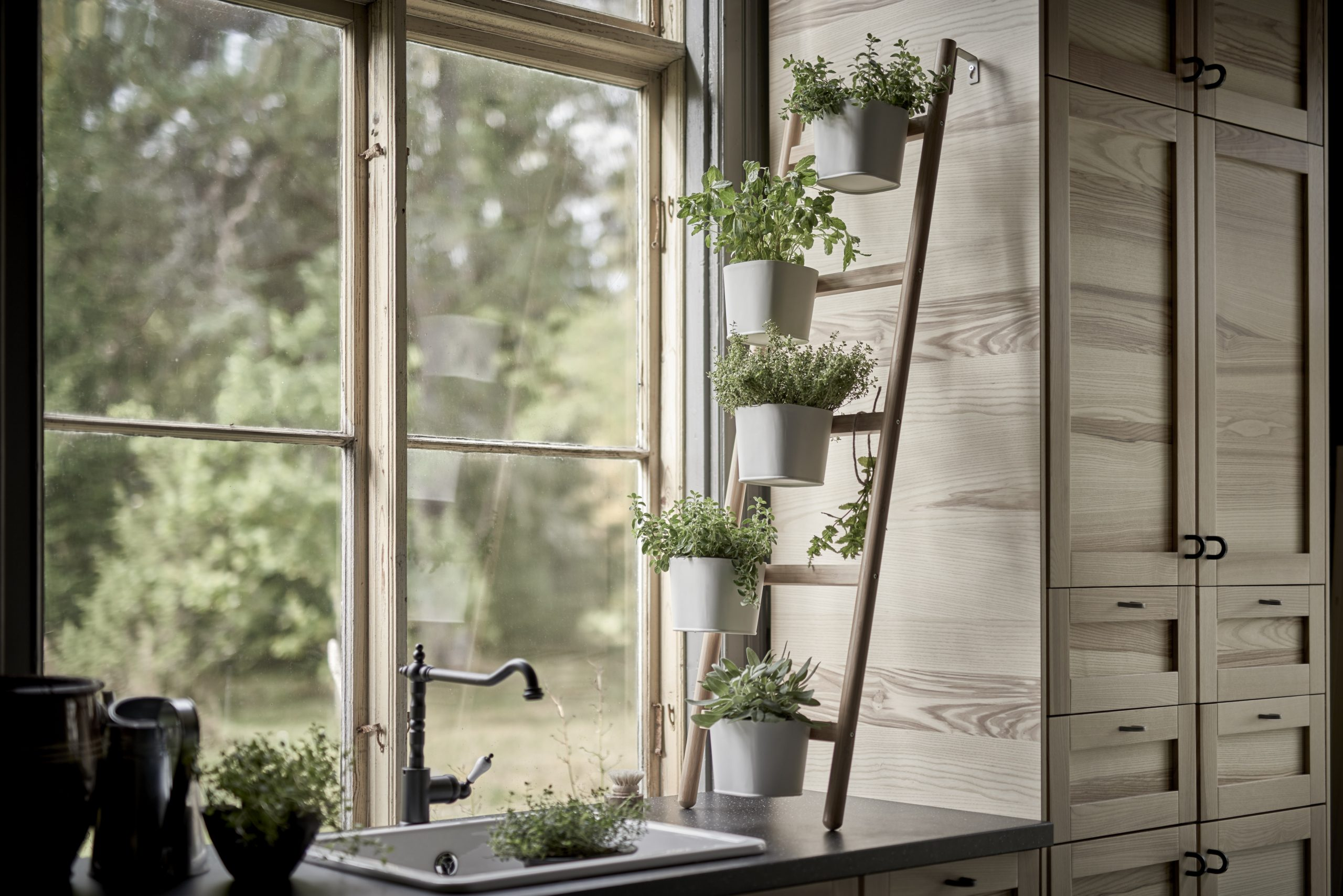 Simphome.com 5 indoor herb garden ideas for your kitchen architectural digest in 2020